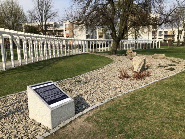 Park Heweliusza – zegar słoneczny i tor przeszkód dla psów